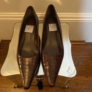Joan and David Brown Leather Kitten pump size 6.5
